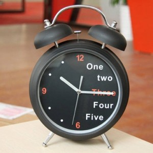 磨砂英文数字双铃闹钟 小号2.5寸 白色
