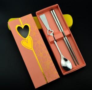 镂空桃心形不锈钢情侣餐具两件套 环保餐具(筷子+勺)粉盒