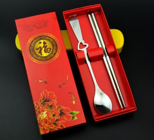 镂空桃心形不锈钢情侣餐具两件套 环保餐具(筷子+勺)红盒