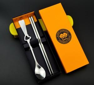镂空桃心形不锈钢情侣餐具两件套 环保餐具(筷子+勺)黄盒
